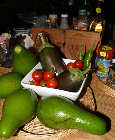 Avos_eggplants_tomatoes_and_peppe_2